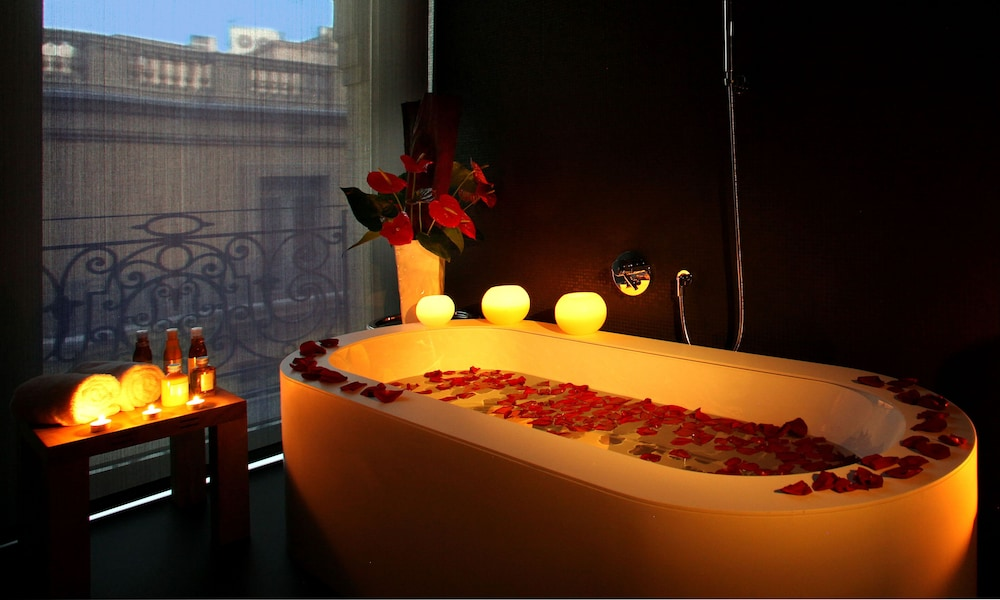 Ohla Barcelona Hot Tub